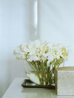 Arranjo de flores em vaso de vidro