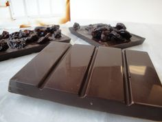 How to temper chocolate . how to make proper looking, glossy chocolate for professional-looking confections. How To Temper Chocolate, Chocolate Work, Modeling Chocolate, How To Make Chocolate, Homemade Chocolate, Chocolate Recipes, Making Chocolate, Chocolate Covered, Candy Recipes