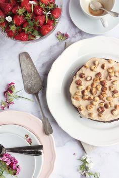Csokoládés mogyorótorta Nutellával, kávés mascarponekrémmel | Ízből tíz Nutella, Pancakes, Breakfast, Food, Breakfast Cafe, Pancake, Essen, Yemek, Meals