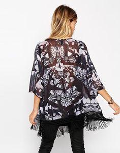 Aumentar Kimono con flecos y estampado de solsticio de ASOS