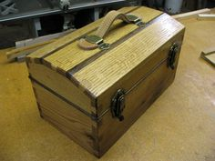 Hand cut Dovetail Tool Box - Reader's Gallery - Fine Woodworking