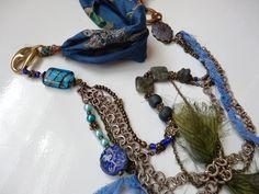 collier esprit vintage bohême multi matières bleu et argent : Collane di coeur-de-tissu
