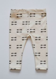 These trendy double arrow leggings are perfect for stylish infants, toddlers and kids.      The fabric is 100% organic made with certified organic cotton produced in the USA and contains eco-friendly (water based pigments) ink.  Each fabric design was created by me.    Machine wash in cool water ...