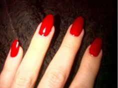 Khloe kardashian red nails