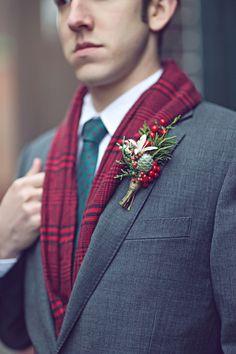 christmas wedding winter wedding winter boutonniere www.mishellelamarand.com