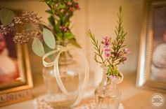 Vintage vases & wild flowers = pretty details.
