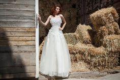 Ρομαντικό νυφικό σε γραμμή princess... Photo:Nikos Samaras Hairstyle:George Xikis Model:Evita Labiri Wedding Dresses, Fashion, Moda, Bridal Dresses, Alon Livne Wedding Dresses, Fashion Styles, Weeding Dresses, Bridal Gown, Bridal Gowns