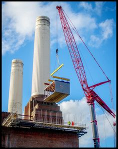 Battersea Power Station's Phase Two marketing suite being hoisted into place on the roof