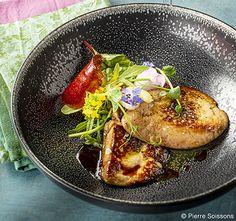 Escalope de foie gras de canard poêlée au chasselas, miel et safran Chicken, Ethnic Recipes, Food, Honey, Meal, Recipe, Kitchens, Essen, Meals