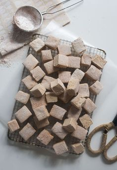 Coffee Marshmallows - yum, nothing better than homemade marshmallows Flavored Marshmallows, Recipes With Marshmallows, Marshmallow Recipes, Gourmet Marshmallow, Chocolate Marshmallows, Candy Recipes, Sweet Recipes, Dessert Recipes, Dinner Recipes