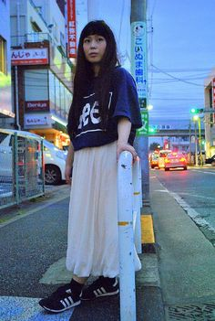 当店は古着全品700円(税抜)で販売しております。 一部新品アイテムの除外品コーナーも展開中です!!  当店で購入した着用アイテム。 ・USED Tシャツ 756円 ・USED ロングスカート 756円   オーバーサイズのTシャツにロングスカートでカジュアル&ガーリーなコーデにしてみました☆テーマは「初夏を意識」です^_^