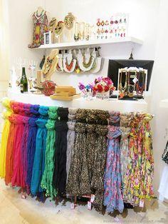 Moda verano 2019 argentina hombre ideas for 2019 Boutique Decor, Mobile Boutique, Boutique Interior, Shop Interior Design, Store Design, Boutique Fashion, Boutique Ideas, Salon Design, Scarf Display