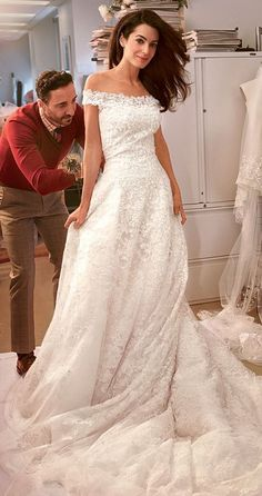 Amal Alamuddin in Oscar de la Renta. This is what I have dreamed of for my wedding dress! Bridal Gowns, Wedding Gowns, Lace Wedding, Looks Street Style, Celebrity Weddings, Kate Middleton, Wedding Styles, Beautiful Dresses, Marie