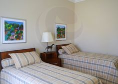 Diferentes disposições, com camas de casal ou solteiro, oferecem conforto para adultos e crianças.