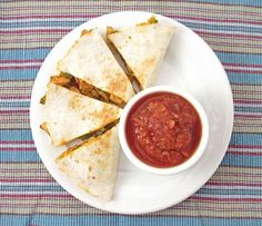 This Simple Chicken Quesadilla is the perfect way to use up leftover chicken and make a flavorful, quick dinner. Wrap Recipes, Milk Recipes, Mexican Food Recipes, Keto Recipes, Cooking Recipes, Chicken Recipes, Casadia Recipe, The Pioneer Woman, Recipes