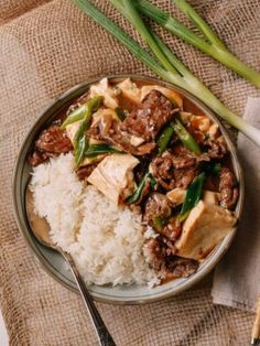 If you think tofu is just health food, think again! Tofu is one of our favorite ingredients. Try any of these tofu recipes, and you won't be disappointed! Tofu Stir Fry, Stir Fry Recipes, Beef Recipes, Wok Of Life, Asian Recipes, Ethnic Recipes, Stuffed Peppers, Cantonese Restaurant, Gastronomia