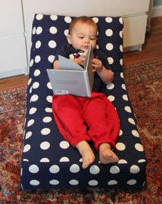 DIY Mini Lounger by smallfriendly #DIY #Kids #Chair #smallfriendly  Love this idea want tomake some for work.