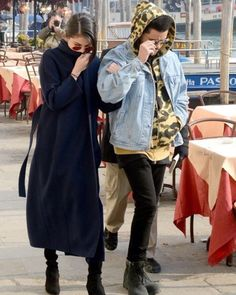 @selenagomez y @theweeknd in Venice Italy [January 30]  #SelenaGomez and #TheWeeknd en Venice Italia [Enero 30]  #Selena #Selenator #Fans #Italy | #Selenators #BestFanArmy #iHeartAwards