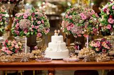 The decorated Wedding Cake Tables are an essential part of any wedding party as it is responsible for providing style and beauty in the event. Perfect Wedding, Dream Wedding, Wedding Day, Wedding Desserts, Wedding Decorations, Lebanese Wedding, Cake Table, Wedding Catering, Romantic Weddings