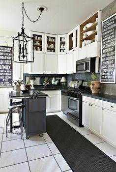 Une cuisine ouverte qui mélange le style classique et industriel