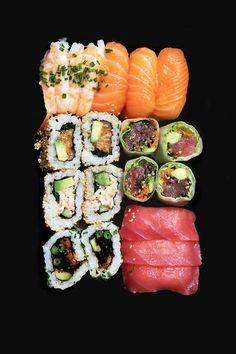 Love sushi & sashimi! Sushi Recipes, Asian Recipes, Cooking Recipes, Healthy Recipes, Think Food, Love Food, Sushi Comida, Sashimi, Dessert Chef