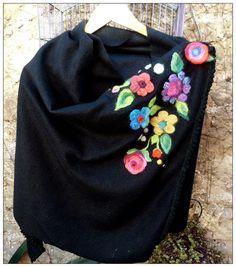 ruanas bordadas - Buscar con Google Balerina, Ribbon Embroidery, Embroidered Flowers, Knitting Projects, Diy Fashion, Sewing Crafts, Needlework, Weaving, Handmade