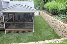 Side Yard (New Retaining Wall): After (Stonemakers)