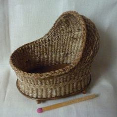 Basketcase Miniatures how wonderful all my littles need one ;)