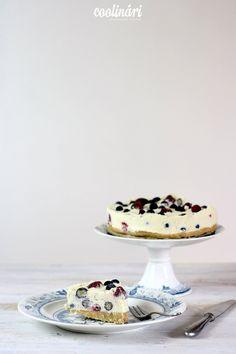 Máme pre vás recept na jednoduchý nepečený cheesecake s bielou čokoládou a lesným ovocím.