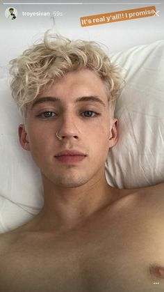 Out Singer Troye Sivan Surprises Fans with Bleach Blond Hair Troye Sivan, Light Blonde Hair, Platinum Blonde Hair, Beautiful Boys, Beautiful People, Dead Gorgeous, Blue Neighbourhood, Blonde Boys, Male Body