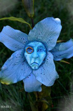 """ALICE IN WONDERLAND TALKING FLOWERS SERIES 3 """"REGAL BLUE"""" BY SUTHERLAND"""