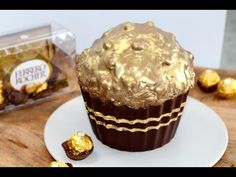 I know I have recently added a Ferrero Rocher inspired dessert but I could not resist adding this one also. Just when you thought you could not get enough of Ferrero Rocher, here is a giant Ferrero Rocher cupcake. Giant Cupcake Mould, Giant Cupcake Cakes, Chocolate Bar Recipe, Rocher Chocolate, Chocolate Bars, Giant Chocolate, Ferrero Rocher Cupcakes, Savoury Cake, Cupcake Recipes