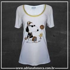 """zpr T-Shirt Snoopy com bordado em pérolas e strass - Bordado opcional - Temos em manga longa - Ótimas condições para atacado - Fazemos estampas personalizadas - Fazemos """" Tal mãe, tal filha""""  www.adrianafonseca.com.br  #moda #tshirt #rock #snoopy #woodstock #peanuts #bordados #embroidery  #rockinroll #perolas #strass #adrianafonseca #pearl  #modafemina #talmãetalfilha #camisetas #camisetasfemininas #tee #perolasebrilhos  #ootd #estampa #sublimação  #atacado #varejo #pagseguro #ecommerce…"""