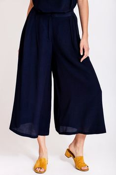 A walk on the beach, the wind in your hair, the sun on your skin and the sand caressing your feet. But hold on, don't you need a pair of flowy pants? Flowy Pants, Wide Pants, Beach Walk, Piece Of Clothing, Slow Fashion, Your Hair, Tights, Feminine, Spring Summer