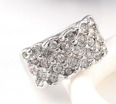 It's your time to shine. This dazzling ring set in Platinum Platingwith austriancrystals.. Size 8