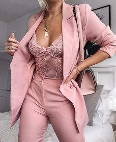Rosa Spitzenbody Rosa Allover Look - - Outfit Ideen Classy Outfits, Chic Outfits, Trendy Outfits, Fall Outfits, Summer Outfits, Fashion Outfits, Womens Fashion, Fashion Trends, Pink Fashion