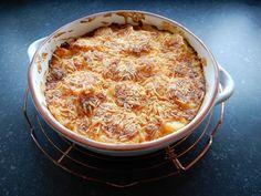 Recept aardappelgratin zonder pakjes en zakjes. Aardappelschijfjes, en heel veel kaas. makkelijk en simpel recept. ovenschotel
