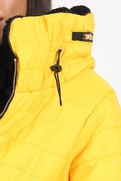 Dámska žltá prešívaná bunda s kapucňou Nike Jacket, Athletic, Jackets, Fashion, Down Jackets, Moda, Nike Vest, Athlete, La Mode