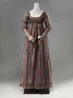 Ankle-length gown with a ruffled edge, Anonymous, c. 1815 - c. 1820 - Rijksmuseum