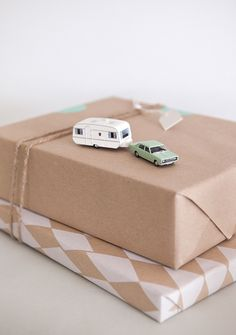 wanderlust gift wrapping idea