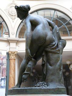 Charles-François Lebœuf (1792-1865) - Eurydice mourante, 1822.  Statue, bronze.     Galerie Colbert - Paris