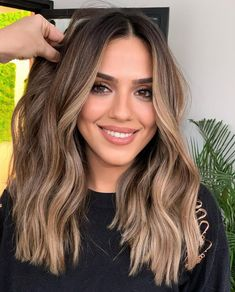 Brown Hair Balayage, Brown Blonde Hair, Brown Hair With Highlights, Balayage Brunette, Brown Hair Colors, Brunette Hair, Baylage Blonde, Funky Hair Colors, Hair Colour