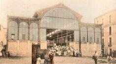 Antiguo mercado de abastos (Edificio Metálico) de la Plaza Alta, en fase de construcción. La obra, de hierro y cristal, fue erigida en 1899