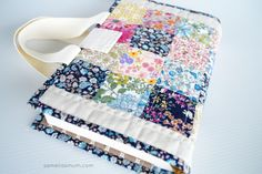 Samelia's Mum: Quilted Book Bag / Cover {Tutorial}