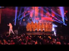 Sia performs Chandelier with NYC Gay Men's Chorus - YouTube