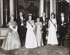 Queen Elizabeth II hosting the State Banquet for the President of Finland. From left to right: Queen Elizabeth the Queen Mother, The Duke of Edinburgh, The Queen, The President's… Queen Mother, Queen Mary, Queen Elizabeth Ii, King Queen, Presidents Wives, Fleet Street, Casa Real, Princess Anne, National Photography