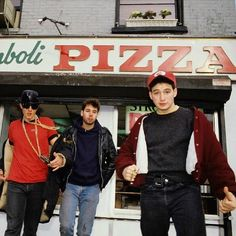 The Beastie Boys, New York City, 1986 © Lynn Goldsmith, 1986 all rights reserved. Beastie Boys, Rock & Pop, Rock And Roll, Brooklyn Pizza, Lynn Goldsmith, 80s Hip Hop, Iconic Photos, Rare Photos, Music Artists