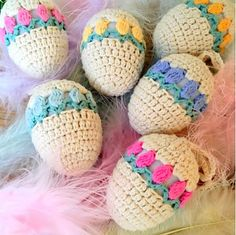 Free crochet Tulip Easter Egg pattern in US terminology. Holiday Crochet, Crochet Home, Crochet Crafts, Crochet Projects, Free Crochet, Knit Crochet, Easter Egg Pattern, Easter Crochet Patterns, Knitting Patterns