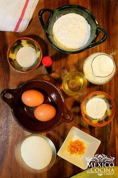 Ingredientes para hacer mantecadas, leche, huevo, azúcar, harina, levadura, y otros. Mantecadas Recipe, Mantecaditos, Mexican Food Recipes, Eggs, Breakfast, Desserts, Cup Cakes, Breads, Mug Brownie Recipes