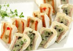 PLNĚNÝ HERMELÍN Food For Eyes, No Bake Cake, Finger Foods, Yogurt, Catering, Sushi, Food And Drink, Low Carb, Yummy Food